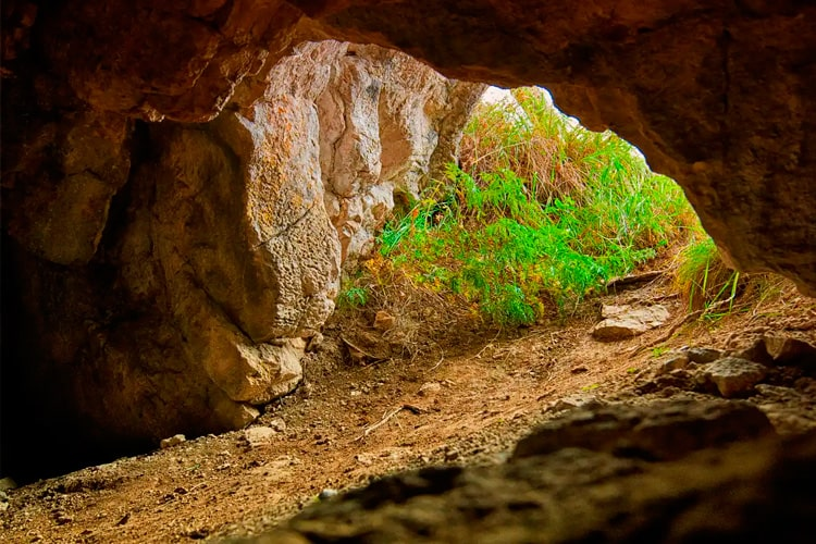 пещера Ящур