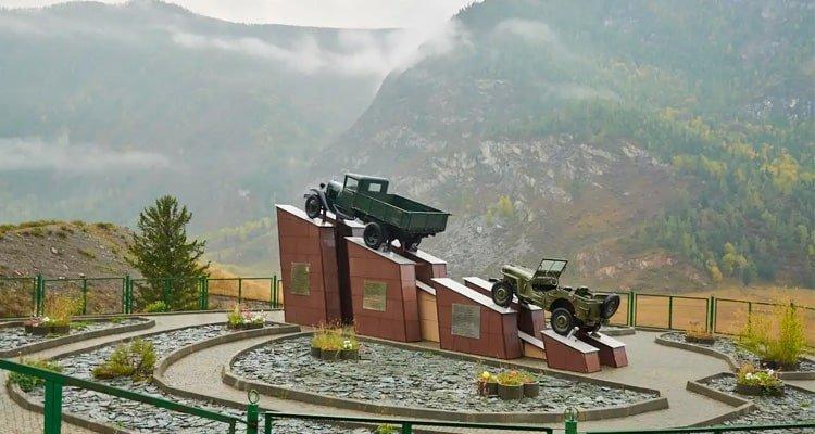 Памятник водителю на Чуйском тракте