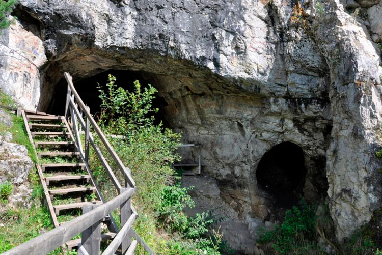 лестница в пещеру