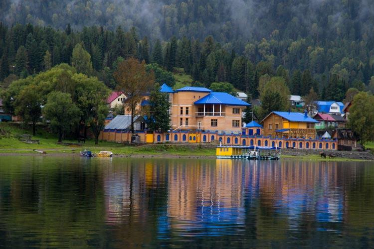 база на Телецком озере