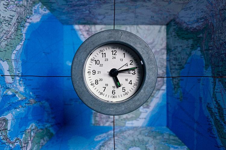 часы и карта